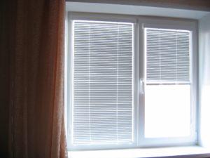 Жалюзи на пластиковые окна: как выбрать