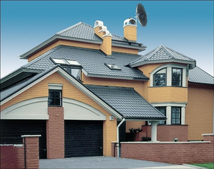 Металлочерепица, цена которой невысока, давно доказала свою надежность на крыше